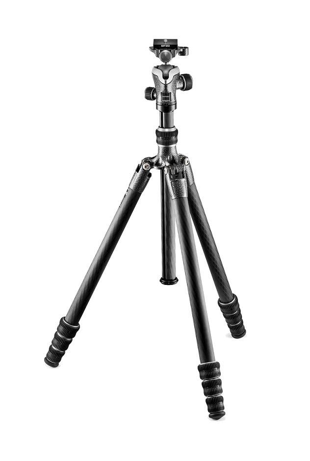 Nikon Штатив Gitzo GK1545T-82TQD Traveler с шаровой головкой для фотокамерыШтативы<br>Комплект состоит из легкого и компактного карбонового четырехсекционного штатива серии Traveler GT1545T и шаровой головки GH1382TQD с площадкой системы Arca-Swiss. Модификация Traveler специально разработана для путешественников. Чрезвычайно компактный, легкий и, в то же время, прочный и надежный карбоновый штатив. Максимальная высота 164 см, в сложенном виде 43 см, вес 1,45 кг, допустимая нагрузка 10 кг.<br><br>Тип: Штатив<br>Артикул: GK1545T-82TQD