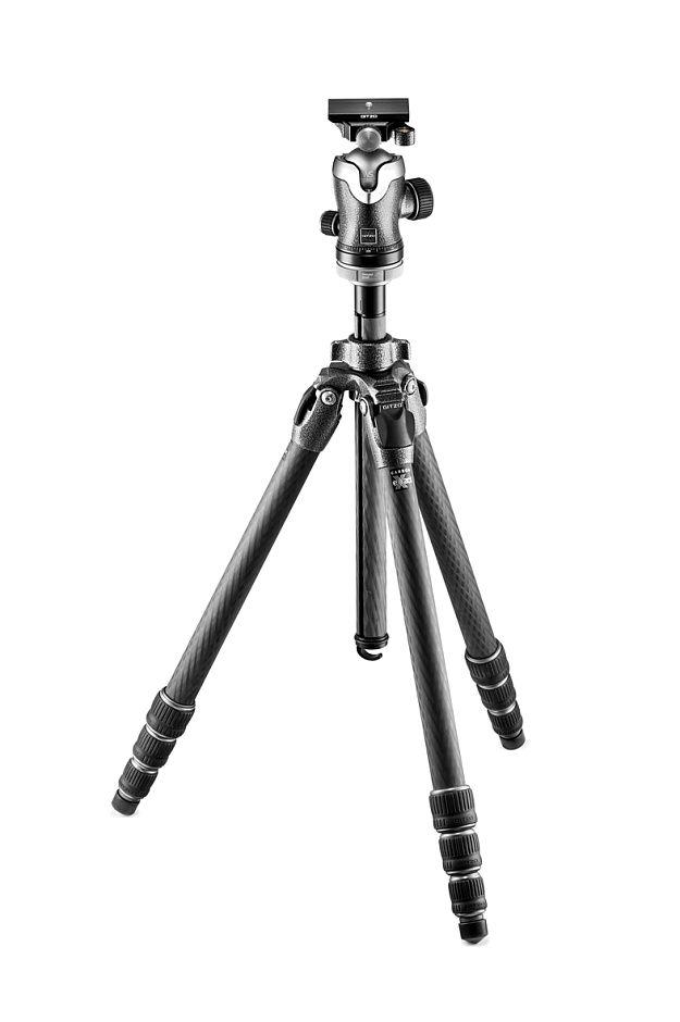 Nikon Штатив Gitzo GK2542-82QD Mountaineer с шаровой головкой для фотокамерыШтативы<br>Комплект штатив Mountaineer GT2542 карбоновый четырехсекционный и шаровая головка GH3382QD с площадкой системы Arca-Swiss. Оптимизирован состав углеродного волокна для достижения максимальной жесткости и стабильности штатива. Система фиксации G-Lock Ultra создает новый уровень эргономики и защиты от попадания пыли в секции штатива. Реализована возможность быстрого удаления центральной колонны для съемки с нижней точки, при этом диск для установки штативной головки остается на месте. Максимальная высота 180 см, в сложенном виде 68 см, вес 2,45 кг, допустимая нагрузка 18 кг.<br><br>Тип: Штатив<br>Артикул: GK2542-82QD