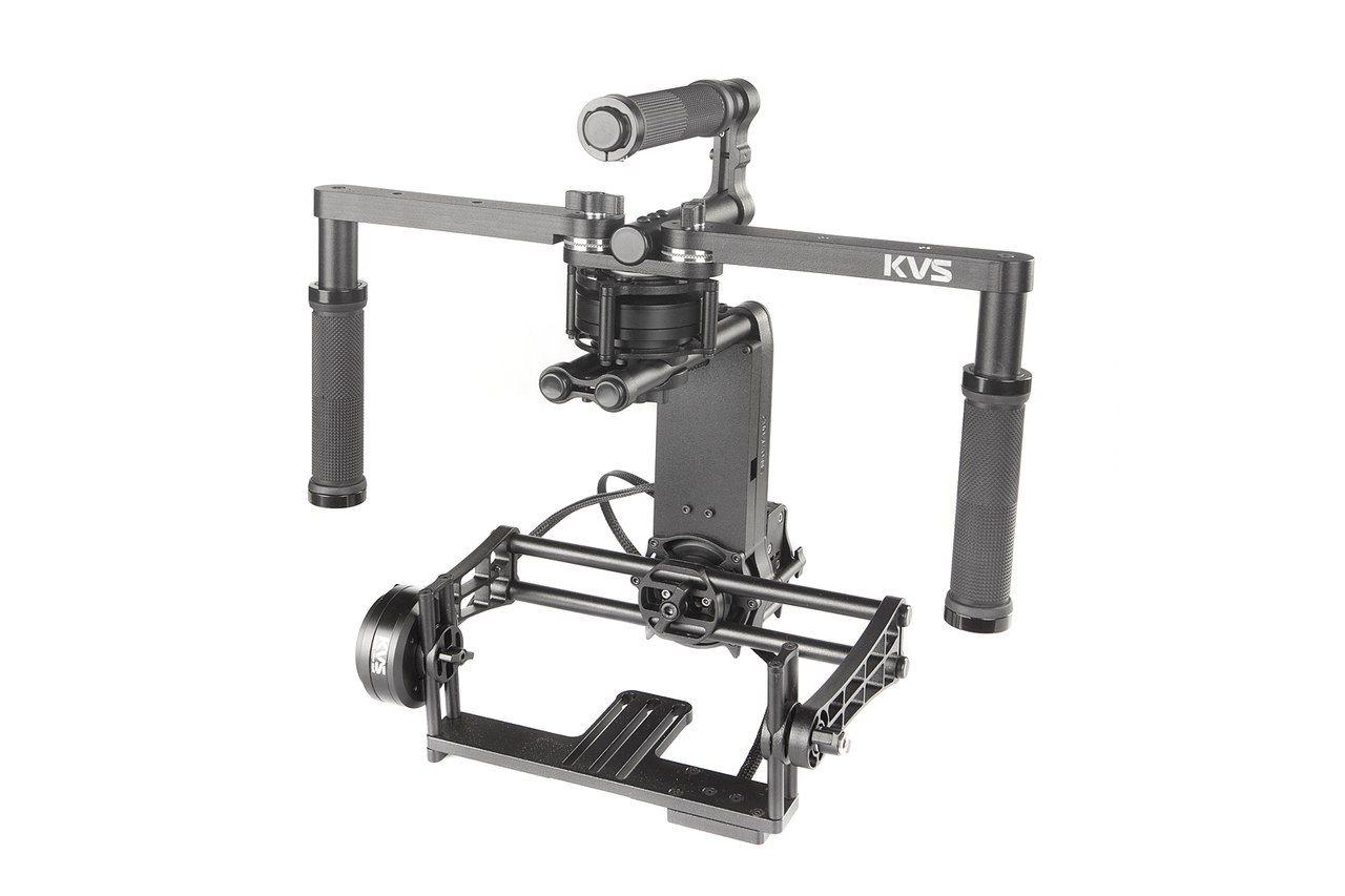 Nikon Трехосевой стабилизатор KVS P4 (новая версия)Штативы<br>Электронный трёхосевой стабилизатор, предназначенный преимущественно для DSLR камер. <br> Позволяет добиться идеальных кадров, даже используя не широкоугольную оптику, такую как 50 мм или 85 мм.<br> <br> Характеристики:<br> - моторы с энкодерами<br> - простая и быстрая настройка без ключей<br> - полностью металлическая надёжная конструкция<br> - компактные размеры<br> - работа от стандартных батареек/аккумуляторов типа АА в течении 4-х часов<br> - масса без ручек 1.5 кг<br> - грузоподъёмность до 2.2 кг <br> - ширина рамки крепления камеры 170 мм<br> <br> Полностью металлическая надёжная конструкция никаких композитных материалов. Вся электроника в защитных корпусах, провода в оплётках.<br><br>Артикул: KVS P4
