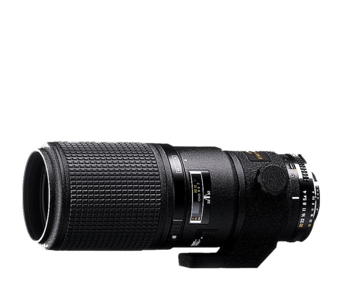 Nikon AF NIKKOR 200mm f/4D Micro IF-EDМакро<br>Этот объектив имеет преимущество в удобном расстоянии фокусировки 0,26 м для съемки в натуральную величину (1:1). Идеально  подходит для того, чтобы фотографировать цветы, насекомых и другие крошечные создания природы, не причиняя им беспокойств. Стекло NIKKOR обеспечивает четкость и высокий контраст изображений, независимо от степени диафрагмирования. Кроме того, объектив обладает превосходными характеристиками обычного телеобъектива.<br><br>Тип: С фиксированным фокусным расстоянием<br>Фокусное расстояние: 200 мм (300 мм в формате DX)<br>Максимальная диафрагма: 4<br>Минимальная диафрагма: 32<br>Подавление вибраций: Нет<br>Конструкция объектива: 13 элементов в 8 группах (включая 2 элемента из ED-стекла)<br>Угол зрения: FX: 12°20, DX: 8°<br>Минимальное расстояние фокусировки: 0,5 м<br>Количество лепестков диафрагмы: 9<br>Установочный размер фильтра: 62 мм<br>Артикул: JAA624DA