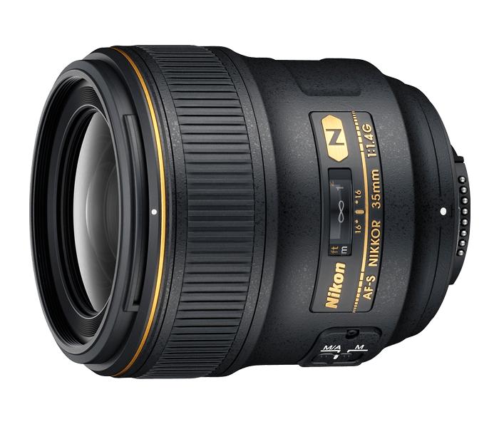 Nikon AF-S Nikkor 35mm f/1.4GШирокоугольные<br>Разработан для зеркальных камер Nikon формата FX. Содержит покрытие Nano Crystal, обеспечивающее высочайшую четкость изображений даже при съемке в условиях недостаточного освещения. Скругленная 9-лепестковая диафрагма для исключительно мягкого боке. <br><br><br> Благодаря прочной конструкции, надежности и превосходным оптическим характеристикам этот объектив идеально подходит для интенсивной эксплуатации в жестких условиях.<br><br>Тип: С фиксированным фокусным расстоянием<br>Фокусное расстояние: 35 мм (52,5 мм в формате DX)<br>Максимальная диафрагма: 1.4<br>Минимальная диафрагма: 16<br>Подавление вибраций: Нет<br>Конструкция объектива: 10 элементов в 7 группах (с одной асферической линзой)<br>Угол зрения: FX: 63°, DX: 44°<br>Минимальное расстояние фокусировки: 0,3 м<br>Количество лепестков диафрагмы: 9<br>Установочный размер фильтра: 67 мм<br>Артикул: JAA134DA