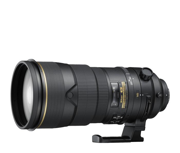 Nikon AF-S NIKKOR 300mm f/2.8G ED VR IIТелеобъективы<br>Профессиональный телеобъектив с быстрой диафрагмой. Содержит систему подавления вибраций Nikon второго поколения и покрытие Nano Crystal, обеспечивающее высочайшую четкость изображений даже при съемке в условиях недостаточного освещения. Высочайшая резкость по всей площади изображения, высокая скорость работы, тихая система автофокусировки и влагозащищенный магниевый корпус, способный противостоять самым неблагоприятным условиям окружающей среды.<br><br>Тип: С фиксированным фокусным расстоянием<br>Фокусное расстояние: 300 мм (450 мм в формате DX)<br>Максимальная диафрагма: 2.8<br>Минимальная диафрагма: 22<br>Подавление вибраций: Да<br>Конструкция объектива: 11 элементов в 8 группах (включая 3 элемента из стекла ED и нанокристаллическое покрытие Nano Crystal Coat)<br>Угол зрения: FX: 8°10, DX: 5°20<br>Минимальное расстояние фокусировки: 2,3 м (в режиме АФ); 2,2 м (в режиме ручной фокусировки)<br>Количество лепестков диафрагмы: 9<br>Установочный размер фильтра: 52 мм (внутреннее крепление)<br>Артикул: JAA339DA