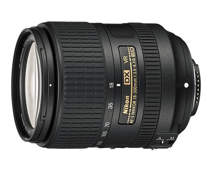 Nikon AF-S DX NIKKOR 18-300mm f/3.5-6.3G ED VRТелеобъективы<br>Мощный супертелескопический объектив формата DX с 16,7-кратным увеличением. Охватывая широкий диапазон фокусных расстояний 18–300 мм, этот компактный объектив для путешественников идеально подойдет тем, кто любит ездить налегке и запечатлевать объекты с разных ракурсов. <br> <br> Благодаря компактной конструкции, которой удалось добиться без ухудшения качества изображений, этот объектив идеально подходит для путешествий, съемки любительских спортивных соревнований и дикой природы. <br> <br> Элементы из стекла ED и асферические линзы обеспечивают высокое разрешение и контрастность; система подавления вибраций от компании Nikon позволяет получать четкие изображения даже при съемке с рук в максимальном супертелескопическом положении. Практичный переключатель блокировки зума обеспечивает защиту объектива во время движения.<br><br>Тип: Зум-объектив<br>Цвет: Черный<br>Фокусное расстояние: 18-300 мм (27-450 мм в формате DX)<br>Максимальная диафрагма: 3,5-6,3<br>Минимальная диафрагма: 22-40<br>Подавление вибраций: Да<br>Конструкция объектива: 16 элементов в 12 группах (в частности, 3 элемента из стекла ED и 3 асферические линзы)<br>Угол зрения: DX: 76°- 5°20<br>Минимальное расстояние фокусировки: 0,48 м<br>Количество лепестков диафрагмы: 7<br>Установочный размер фильтра: 67 мм<br>Артикул: JAA821DA