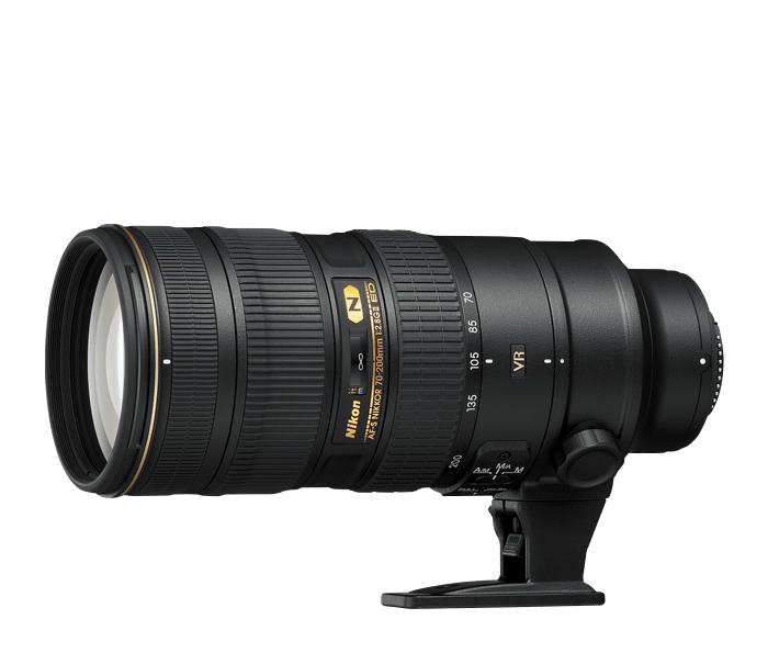 Nikon AF-S NIKKOR 70-200mm F2.8G ED VR IIТелеобъективы<br>Профессиональный телеобъектив с быстрой диафрагмой, системой подавления вибраций второго поколения (VRII) и нанокристаллическим покрытием. Отличается первоклассным уровнем резкости по всему кадру и быстрым, тихим автофокусом, что позволяет делать чрезвычайно четкие изображения при любом освещении. Всепогодный корпус на основе магниевых сплавов, соответствующий требованиям искушенных профессионалов.<br><br>Тип: Зум-объектив<br>Фокусное расстояние: 70-200 мм (105-300 мм в формате DX)<br>Максимальная диафрагма: 2.8<br>Минимальная диафрагма: 22<br>Подавление вибраций: Да<br>Конструкция объектива: 21 элемент в 16 группах (включая 7 элементов из стекла ED и элементы с нанокристаллическим покрытием Nano Crystal Coat)<br>Угол зрения: FX: 34°20'–12°20', DX: 22°50'–8°<br>Минимальное расстояние фокусировки: 1,4 м<br>Количество лепестков диафрагмы: 9<br>Установочный размер фильтра: 77 мм<br>Артикул: JAA807DA