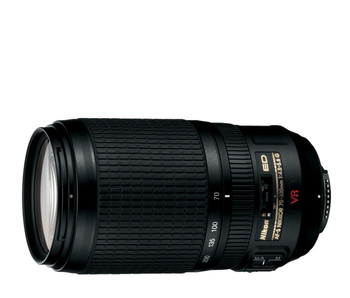 Nikon AF-S NIKKOR 70-300mm f/4.5-5.6G IF-ED VRТелеобъективы<br>Какой бы фотокамерой вы ни снимали (формата DX или FX), этот небольшой портативный зум-объектив с большим фокусным расстоянием 300 мм невероятно универсален.<br> <br> AF-S VR 70-300 f/4.5-5.6G IF-ED – мощный зум-объектив супертеле диапазона, разработанный таким образом, чтобы соответствовать требованиям как пленочной 35 мм, так и цифровой фотографии. <br> <br> Он имеет кратность зума 4.3x в диапазоне 70-300 мм (105-450 мм для цифровых зеркальных фотокамер формата Nikon DX) и оптические элементы из стекла ED (Extra-low Dispersion), которые обеспечивают ему великолепное оптическое качество, резкость и высокий контраст изображений с меньшей хроматической аберрацией.<br><br>Фокусное расстояние: 70-300 мм (105-450 мм в формате DX)<br>Максимальная диафрагма: 4,5-5,6<br>Минимальная диафрагма: 32-40<br>Подавление вибраций: Да<br>Конструкция объектива: 17 элементов в 12 группах (2 элемента из стекла ED)<br>Угол зрения: FX: 34°20'–8°10', DX: 22°50'–5°20'<br>Минимальное расстояние фокусировки: 1.5<br>Количество лепестков диафрагмы: 9<br>Установочный размер фильтра: 67 мм<br>Артикул: JAA795DA