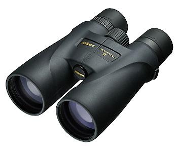 Nikon Бинокль Monarch 5 20X56Бинокли для охоты и рыбалки<br>Бинокли MONARCH 5 с объективами 56 мм и 20-кратным увеличением предназначены для интенсивного использования на дальних дистанциях в самых сложных условиях освещения. Страстные охотники и любители природы оценят яркое, четкое изображение, прочную конструкцию и удобство этих биноклей. Чрезвычайно высокое 20-кратное увеличение позволяет рассмотреть мельчайшие детали. Низкодисперсионное стекло Nikon ED (Extra-low Dispersion, сверхнизкое рассеивание), диэлектрическое покрытие с высоким коэффициентом отражения и фазокорректирующее покрытие обеспечивают максимально реалистичное изображение. <br><br><br> Поворотно-выдвижные резиновые окуляры и большой вынос точки визирования помогают удобно разместить бинокль у глаз, быстро обнаружить и отслеживать объект наблюдения. Бинокли MONARCH 5 защищены от воды и запотевания и имеют резиновое покрытие, обеспечивающее надежный, удобный захват. Они имеют удобные, откидывающиеся вниз крышки объективов, гарантирующие, что Вы никогда не потеряете их на природе.<br><br>Тип: Бинокль Monarch<br>Диаметр объектива (мм): 56<br>Влагозащищенность: Да<br>Увеличение (x): 20<br>Выходной зрачок (мм): 2.8<br>Вынос точки визирования (мм): 16.4<br>Относительная яркость: 7.8<br>Минимальное расстояние фокусировки (м): 5<br>Реальный угол зрения (°): 3.3<br>Регулировка расстояния между центрами окуляров (мм): 60-72<br>Тип призмы: Roof<br>Питание: Нет<br>Артикул: BAA837SA