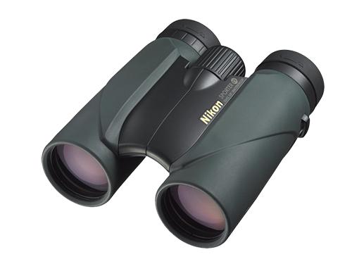 Nikon Бинокль Sporter EX 10x42Бинокли для охоты и рыбалки<br>Высококачественные бинокли с 10-кратным увеличением и диаметром объектива 42 мм. Благодаря высокому качеству оптики и прочности эти бинокли идеально подходят для походов и наблюдений за природой. Компактный и легкий корпус имеет резиновое покрытие для надежного захвата. <br><br><br> Линзы с многослойным покрытием дают яркое четкое изображение даже при недостаточном освещении. Конструкция с вынесенной точкой фокуса видоискателя обеспечивает хорошую видимость всего поля зрения и удобство использования даже для тех, кто носит очки.<br><br>Тип: Бинокль Sporter EX<br>Диаметр объектива (мм): 42<br>Влагозащищенность: Да<br>Увеличение (x): 10<br>Выходной зрачок (мм): 4.2<br>Вынос точки визирования (мм): 15.4<br>Относительная яркость: 17.6<br>Минимальное расстояние фокусировки (м): 5<br>Реальный угол зрения (°): 5.6<br>Регулировка расстояния между центрами окуляров (мм): 56-72<br>Тип призмы: Roof<br>Питание: Нет<br>Артикул: BAA728AA