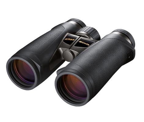 Nikon Бинокль EDG 8x42 DCFБинокли для охоты и рыбалки<br>Лидирующие в своем классе бинокли с руф-призмой, великолепной эргономикой, диаметром объектива 42 мм и 8-кратным увеличением. <br><br><br> Объективы Nikon со стеклом ED (сверхнизкое рассеивание), диэлектрическим высокоотражающим многослойным покрытием призмы и современным многослойным просветляющим покрытием в совокупности обеспечивают превосходное светопропускание и высококачественные изображения с высоким разрешением и великолепным контрастом даже при недостаточном освещении. <br><br><br> Искривление поля сводится к минимуму при помощи системы исправления кривизны поля, которая обеспечивает превосходное качество изображения по всей области, даже по краям. Большая, простая в использовании кнопка фокусировки охватывает регулятор диоптрийной настройки, который помогает предотвратить случайные изменения диоптрийной настройки. <br><br><br> Благодаря сверхкомпактности и исключительной надежности эти бинокли с защитой от влаги и запотевания идеально подходят для наблюдения за птицами и природой.<br><br>Тип: Бинокль EDG<br>Диаметр объектива (мм): 42<br>Влагозащищенность: Да<br>Увеличение (x): 8<br>Выходной зрачок (мм): 5.3<br>Вынос точки визирования (мм): 19.3<br>Относительная яркость: 28.1<br>Минимальное расстояние фокусировки (м): 3<br>Реальный угол зрения (°): 7.7<br>Регулировка расстояния между центрами окуляров (мм): 55-76<br>Тип призмы: Roof<br>Питание: Нет<br>Артикул: BAA771EA