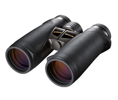 Nikon Бинокль EDG 10x42 DCFБинокли для охоты и рыбалки<br>Лидирующие в своем классе бинокли с руф-призмой, великолепной эргономикой, диаметром объектива 42 мм и 10-кратным увеличением. <br><br><br> Объективы Nikon со стеклом ED (сверхнизкое рассеивание), диэлектрическим высокоотражающим многослойным покрытием призмы и современным многослойным просветляющим покрытием в совокупности обеспечивают превосходное светопропускание и высококачественные изображения с высоким разрешением и великолепным контрастом даже при недостаточном освещении. <br><br><br> Искривление поля сводится к минимуму при помощи системы исправления кривизны поля, которая обеспечивает превосходное качество изображения по всей области, даже по краям. Большая, простая в использовании кнопка фокусировки охватывает регулятор диоптрийной настройки, который помогает предотвратить случайные изменения диоптрийной настройки. <br><br><br> Благодаря сверхкомпактности и исключительной надежности эти бинокли с защитой от влаги и запотевания идеально подходят для наблюдения за птицами и природой.<br><br>Тип: Бинокль EDG<br>Диаметр объектива (мм): 42<br>Влагозащищенность: Да<br>Увеличение (x): 10<br>Выходной зрачок (мм): 4.2<br>Вынос точки визирования (мм): 18<br>Относительная яркость: 17.6<br>Минимальное расстояние фокусировки (м): 3<br>Реальный угол зрения (°): 6.5<br>Регулировка расстояния между центрами окуляров (мм): 55-76<br>Тип призмы: Roof<br>Питание: Нет<br>Артикул: BAA772EA