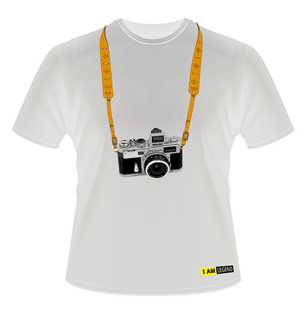 Nikon Футболка с фотоаппаратом  SP (белая)Сувениры<br>Стильная футболка c фотоаппаратом Nikon SP, выполненная в белом цвете станет отличным дополнением к Вашему стилю и послужит отличным подарком Вашим близким. <br> <br> Доступные размеры (просьба указывать при оформлении заказа): M, L, XL, 2XL<br> Материал: 100 % биологически чистый хлопок. <br> Принцип нанесения рисунка: Шелкография (водные краски).<br><br>Тип: Футболка<br>Артикул: T-SHIRT0137_sp_w
