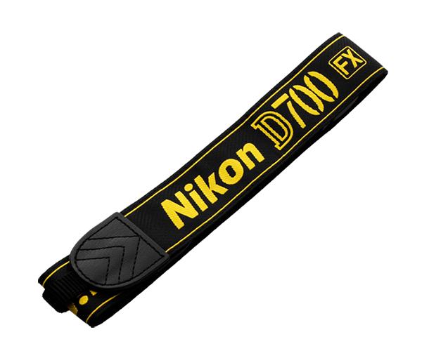 Nikon Ремень для переноски AN-D700Ремни<br>Плечевой ремень из черной ткани с вышитым названием фотокамеры и эмблемой Nikon. <br><br>Применяется для зеркальной фотокамеры: D700<br><br>Тип: Ремень для фотокамеры<br>Артикул: VHS00201