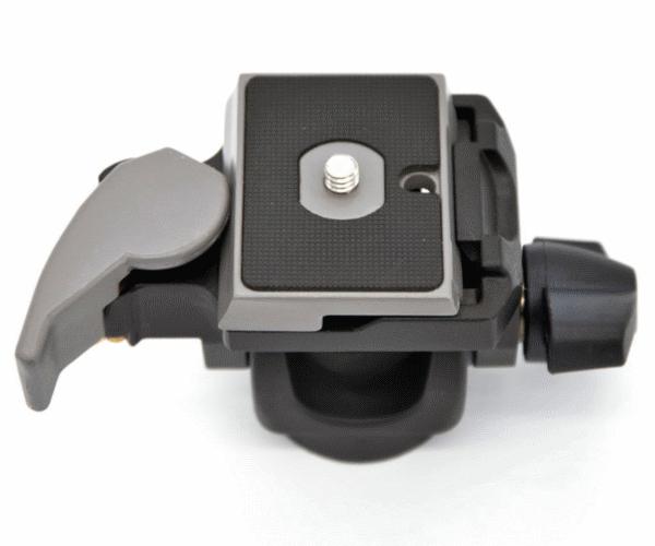 Nikon Головка для монопода с быстросъёмной площадкой 234RCШтативы<br>Простая в применении наклоняемая штативная головка, позволяющая поворачивать камеру на 90° для горизонтальной или вертикальной съёмки. Головка оснащается быстросъёмной площадкой и дополнительным фиксатором. <br> <br> Быстрый разъём: да <br> Вспомогательная система безопасности: да <br> Независимая фиксация уклона: да <br> Тип площадки: 200PL-14 <br> Уклон вперёд: -90° / +90° <br> Безопасная полезная нагрузка: 2.5 кг <br> Вес: 0.306 кг <br> Рабочая высота: 6 см<br><br>Тип: Штатив<br>Артикул: 234RC