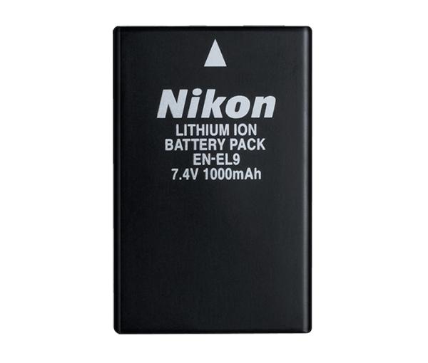 Nikon Батарея EN-EL9Питание фотокамер<br>Высокопроизводительная, невероятно компактная и легкая литий-ионная аккумуляторная батарея<br> <br> Тип Li-lon.<br> Емкость 1000 mAh.<br> Номинальное напряжение 4,7 V.<br> Заряжается при помощи зарядного устройства MH-23<br> <br> Применяется для фотокамер: D40, D40X, D60, D3000, D5000<br><br>Тип: Литий-ионная аккумуляторная батарея<br>Артикул: VAW19101