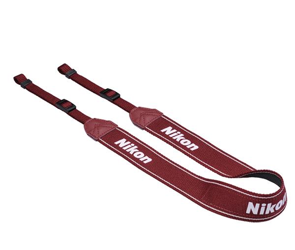 Nikon  Ремень для переноски AN-DC3 КрасныйРемни<br>Удобный наплечный ремень для фотоаппаратов Nikon Материал: полиэстер<br><br>Тип: Ремень для фотокамеры<br>Цвет корпуса: Красный