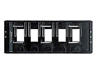 Nikon Рамка для пленки 35mm FH-835МДля COOLSCAN<br>Держатель для 35 мм слайдов в рамках для пленки. 5 слайдов. Входит в комплект поставки LS 8000 ED.<br><br><br>Применяется для сканеров: SUPER COOLSCAN 8000 и SUPER COOLSCAN 9000<br><br>Тип: Рамка для пленки<br>Артикул: VRW55001