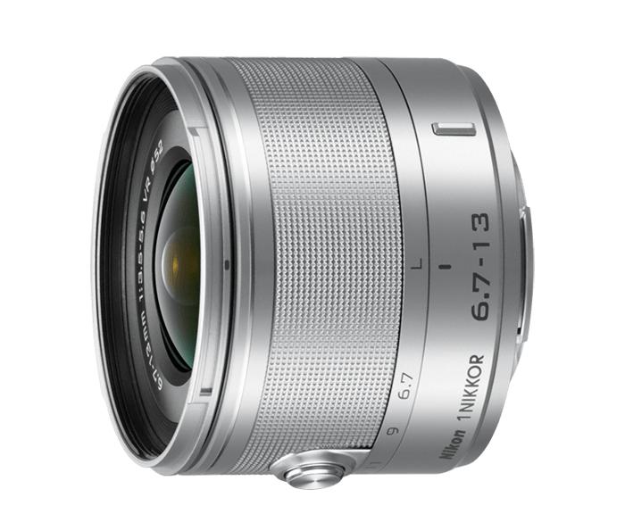 Nikon  1 NIKKOR VR 6.7-13mm f/3.5-5.6 СеребристыйШирокоугольные<br>Первый сверхширокоугольный зум-объектив для системы Nikon 1 позволяет находиться близко к объекту и при этом всё умещать в кадре.<br> <br> Как и во всех объективах 1 NIKKOR, в нем прекрасно сочетаются портативность, мощность, быстродействие и качество. Да...<br><br>Тип: Зум-объектив<br>Фокусное расстояние: 6,7-13 мм (18–35 мм в формате 35 мм)<br>Максимальная диафрагма: 3,5–5,6<br>Минимальная диафрагма: 16<br>Подавление вибраций: Да<br>Конструкция объектива: 11 элементов в 7 группах (в частности, 3 асферические линзы и 3 элемента из стекла ED)<br>Угол зрения: СX: 100°–63°<br>Минимальное расстояние фокусировки: 0,25 м<br>Количество лепестков диафрагмы: 7<br>Установочный размер фильтра: 52 мм<br>Цвет корпуса: Серебристый