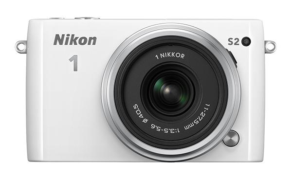 Nikon   1 S2 Kit 11-27.5mm f/3.5–5.6 БелыйФотокамеры NIKON 1<br>С яркой фотокамерой Nikon 1 S2 вы всегда будете в центре внимания. Эта быстрая, компактная, стильная и простая в использовании системная фотокамера выглядит так же прекрасно, как и динамичные снимки и видеоролики HD, созданные с ее помощью. <br> <br>...<br><br>Тип: Цифровая фотокамера, поддерживающая использование сменных объективов<br>Формат матрицы: CX<br>Тип матрицы, размер: КМОП: 13,2 x 8,8 мм<br>Эффективное число пикселей: 14,2 млн<br>Процессор (АЦП): EXPEED 4a<br>Чувствительность ISO: От 200 до 12 800, с шагом 1 EV<br>Автофокусировка: Гибридная автофокусировка (одноточечная АФ: 135 зон фокусировки; центральные 73 зоны поддерживают АФ с определением фазы, автоматический выбор зоны АФ: 41 зона фокусировки)<br>Режим зоны автофокуса: Одноточечная АФ, автоматический выбор зоны АФ, ведение объекта<br>Выдержка синхронизации: Не менее 1/60 с (электронный затвор)<br>Режимы съемки: «Авто»; «Фильтр сглаживания», «Эффект миниатюры», «Выборочный цвет», «Кросспроцесс», «Эффект игрушечной камеры» (творческий режим): вспышка раскрывается и срабатывает автоматически при необходимости; P: программный автоматический режим, S: автоматический режим с приоритетом выдержки, A: автоматический режим с приоритетом диафрагмы, M: ручной режим (творческий режим): вспышка раскрывается вручную<br>Контроль экспозиции: «Авто»; «Фильтр сглаживания», «Эффект миниатюры», «Выборочный цвет», «Кросспроцесс», «Эффект игрушечной камеры» (творческий режим): вспышка раскрывается и срабатывает автоматически при необходимости; P: программный автоматический режим, S: автоматический режим с приоритетом выдержки, A: автоматический режим с приоритетом диафрагмы, M: ручной режим (творческий режим): вспышка раскрывается вручную<br>Коррекция экспозиции: От -3 до +3 EV с шагом 1/3 EV<br>Баланс белого: Авто, лампа накаливания, лампа дневного света, прямой солнечный свет, вспышка, облачное небо, тень, под водой и ручная предустановка; для всех режимов