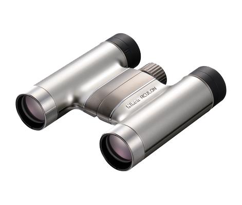 Nikon  Бинокль ACULON T51 8X24 СеребристыйБинокли компактные<br>Бинокль ACULON T51 отличается не только кристально четким изображением, но еще и стильным дизайном и невероятно малым весом. Элегантное алюминиевое напыление разных расцветок, включая красную, розовую и серебристую. Благодаря тонкой и компактной конст...<br><br>Тип: Бинокль Aculon<br>Диаметр объектива (мм): 24<br>Влагозащищенность: Нет<br>Увеличение (x): 8<br>Выходной зрачок (мм): 3<br>Вынос точки визирования (мм): 12.2<br>Относительная яркость: 9<br>Минимальное расстояние фокусировки (м): 2.5<br>Реальный угол зрения (°): 6.2<br>Регулировка расстояния между центрами окуляров (мм): 56-72<br>Тип призмы: Roof<br>Питание: Нет<br>Цвет корпуса: Серебристый