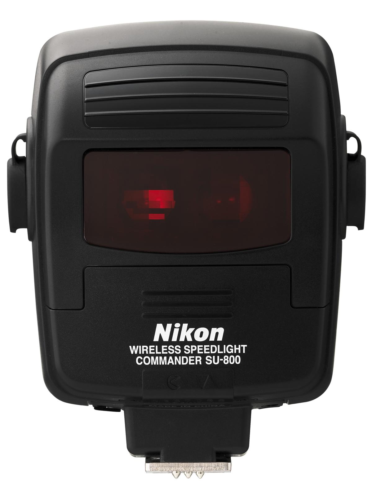 Nikon Управляющий блок SU-800Вспышки для зеркальных фотокамер Nikon<br>Управляйте всей системой креативного освещения Nikon и несколькими вспышками с большого и удобного жидкокристаллического дисплея. Избавляет от необходимости прокладывать кабели и пользоваться несколькими экспонометрами для точного автоматического выбора экспозиции при любых условиях освещения. Система SU-800 позволяет управлять любым количеством вспышек системы креативного освещения i-TTL, например SB-900, SB-800 или SB-600, либо специализированной удаленной вспышкой SB-R200 для макросъемки, позволяя снимать фотографии качественно нового уровня как в помещении, так и на улице.<br><br>Влагозащищенность: Нет<br>ВЧ (ISO 100/200): -<br>Углы поворота головки: -<br>Поддержка креативной системы освещения: Master - группы А, B, С<br>Режимы работы: -<br>Защита от перегрева: -<br>Длительность импульса (при полной мощности, сек): -<br>Крепление штатива: Да - через подставку (в комплекте не идёт)<br>Внешний ЖК-монитор: Да<br>Углы освещения (фокусное расстояние, мм): -<br>Крепление переходника штатива: Да - через подставку (в комплекте не идёт)<br>Питание: CR123A (3В)<br>Артикул: FSW53801