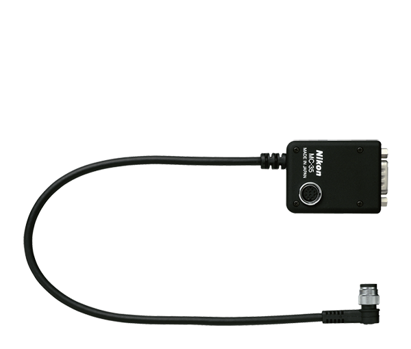 Nikon Переходной кабель устройства GPS MC-35Аксессуары для подключения<br>Соединяет устройство GPS и некоторые модели зеркальных фотокамер Nikon через кабель ПК, поставляемый изготовителем устройства GPS, обеспечивает запись GPS данных с фотографиями (длина 35 см)<br><br>Данные от приемника GPS (в формате стандарта NMEA 0183) могут быть добавлены в записываемые данные о сделанном снимке. Для этого подключите последовательный кабель от GPS приемника к 10-контактному разъему. После этого станет возможна запись таких GPS данных, как долгота, широта, высота над уровнем моря и всемирное время.<br><br>Применяется для фотокамер серии: D200, D2Hs, D2X, D2Xs, D300S, D300, D700, D3, D3S, D3X<br><br>Тип: Кабель<br>Артикул: VAG12301