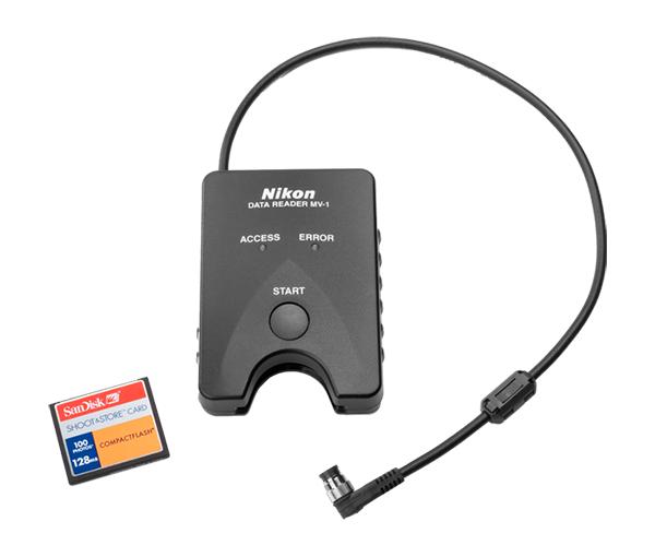 Nikon Устройство для чтения данных MV-1Аксессуары для подключения<br>Устройство для чтения, просмотра и обработки на компьютере съемочной информации, хранящейся на пленочных зеркальных фотокамерах формата 35мм (135) – F5, F6 или F100<br><br><br><br> При помощи устройства для чтения данных Nikon Data Reader MV-1 можно просматривать и обрабатывать на компьютере съемочную информацию, хранящуюся на пленочных зеркальных фотокамерах формата 35мм (135) – F5, F6 или F100. Сначала данные копируются из фотокамеры на карточку памяти, установленную в MV-1, а затем их можно скопировать в компьютер. Используя программное обеспечение для работы с таблицами, полученные данные можно просматривать и обрабатывать на компьютере. Объем записанной информации (количество роликов пленки, для которых записывается съемочная информация) зависит от фотокамеры и выбранного режима записи данных.<br><br>Тип: Устройство для чтения данных<br>Артикул: FRW21401