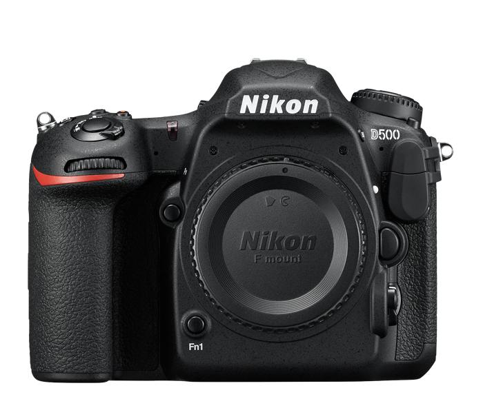 Nikon D500 (без объектива)Профессиональные<br>Фотокамера D500, младшая сестра флагманской модели Nikon D5 формата FX, демонстрирует непревзойденное сочетание мощности и точности. <br><br><br> Разработанная корпорацией Nikon 153-точечная система АФ нового поколения позволяет работать в самых разных условиях съемки. Новая матрица и датчик для замера экспозиции обеспечивают исключительно точное распознавание объектов съемки и деталей изображения. Скорость съемки может составлять до 10 кадров в секунду, а быстрый буфер памяти позволяет снять до 200 изображений в формате NEF (RAW) в одной высокоскоростной серии. Сочетание этих двух факторов означает, что в течение 20 секунд вы можете получать изображения максимального качества. <br><br><br> Для видеооператоров, стремящихся к совершенству, подойдет встроенный режим D-видео, благодаря которому прямо в фотокамере можно записывать видеоролики в формате 4K/UHD длительностью до 29 минут 59 секунд.<br><br>Тип: Цифровая зеркальная фотокамера<br>Тип матрицы, размер: DX, КМОП: 23,5 x 15,7 мм<br>Эффективное число пикселей: 20,9 млн<br>Процессор (АЦП): EXPEED 5<br>Чувствительность ISO: От 100 до 51 200 единиц ISO; можно также установить значения прибл. на 1 EV ниже 100 (эквивалентно 50 единицам ISO) или значения прибл. на 5 EV выше 51 200 (эквивалентно 1 640 000 единиц ISO); возможность автоматического управления чувствительностью ISO.<br>Автофокусировка: Multi-CAM 20K с определением фазы TTL, тонкой настройкой и 153 точками фокусировки (включая 99 датчиков перекрестного типа; значение f/8 поддерживают 15 датчиков) из которых 55 (35/9) доступны для выбора.<br>Режим зоны автофокуса: Одноточечная АФ, 25-, 72- или 153-точечная динамическая АФ, 3D-слежение, групповая АФ, автоматический выбор зоны АФ.<br>Выдержка синхронизации: 1/250 с (есть высокоскоростная синхронизация)<br>Режимы съемки: S (покадровая съемка), CL (непрерывная низкоскоростная съемка), CH (непрерывная высокоскоростная съемка), Q (тихий затвор), Qc (тихий затвор серийная