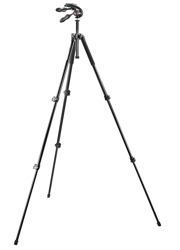 Nikon Manfrotto Штатив MT293A3 + головка MH293D3-Q2 (3D)Штативы<br>Комплект, включающий в себя алюминиевый штатив модели 293 и<br>компактную 3D голову. <br>Данный трёх секционный штатив MT293A3 самый небольшой в серии 290 из штативов с 3D-головой. Он<br>сконструирован из алюминиевой трубы и алюминиевой верхней части отливки для<br>жесткости, долговечности и универсальности. Все трубы трех-ограненные для<br>большей устойчивости к кручению. Рычаги фиксации тоже из алюминия и могут быть<br>подтянуты для нейтрализации эффектов потертости и старения, сохраняя штатив<br>полностью функциональным на протяжении всей своей долгой жизни. <br>Ноги имеют двухпозиционный угол настройки съемки для съемки под<br>низким углом. Центральная штанга добавляет гибкость и расширяет диапазон<br>высоты. Система анти-шок реализована резиновой манжетой в верхней<br>части центральной колонки. <br>Быстросъемная головка изготовлена из специального<br>легкого полимера, который снижает вес, но обладает высокой механической<br>прочностью для крепкой поддержки. Голова имеет три пузырьковых уровня (для<br>каждой оси вращения).<br><br>Тип: Штатив<br>Артикул: MK293A3-D3Q2