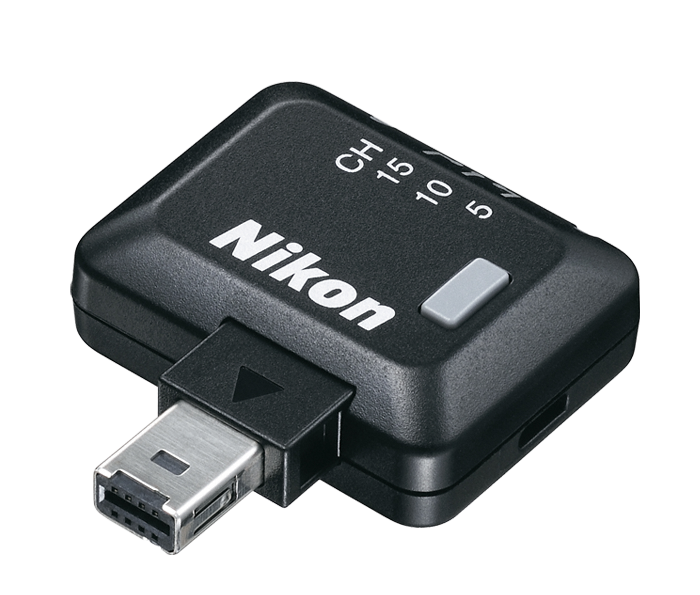 Nikon Беспроводной контроллер дистанционного управления  приемопередатчик WR-R10Аксессуары для подключения<br>С помощью беспроводного приемопередатчика WR-R10 и беспроводного передатчика WR-T10 компании Nikon можно управлять основными функциями фотокамеры дистанционно даже при наличии объектов между вами и фотокамерой. Совместимые с определенными цифровыми зеркальными фотокамерами Nikon, эти устройства позволяют управлять автофокусировкой, видеозаписью, непрерывной съемкой и бесшумной съемкой, а также функцией, назначенной кнопке функции.  <br> <br> Также позволяет дистанционно управлять вспышкой SpeedLight SB-5000 <br> <br> Оба беспроводных контроллера дистанционного управления обмениваются данными с фотокамерой на радиочастотах, что увеличивает рабочую дистанцию и обеспечивает обмен данными даже при отсутствии прямой линии видимости между устройствами. Использование обоих устройств обеспечивает рабочую дистанцию не меньше 20 метров. При наличии двух контроллеров WR-R10 дистанция увеличивается до 50 метров или более. Можно использовать приемопередатчик WR-R10 и передатчик WR-T10 вместе для спуска затвора одной фотокамеры или присоединить приемопередатчики WR-R10 к корпусам нескольких фотокамер, чтобы запечатлеть одно и то же мгновение с различных точек.  <br> <br> Совместим со всеми моделями зеркальных камер (с некоторыми моделями для соединения может потребоваться переходник WR-A10), а также моделями COOLPIX A, P7700, P7800
