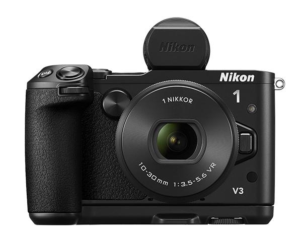 Nikon  1 V3 Kit 10-30mm PD f/3.5-5.6 черный  c видоискателем  и рукояткойФотокамеры NIKON 1<br>Эта портативная системная фотокамера, обладающая производительностью профессионального класса, всегда поможет поймать нужный кадр. <br> <br> Революционная система гибридной АФ от компании Nikon позволяет с высокой точностью снять удивительные мгновения, которые длятся лишь доли секунды, а КМОП-матрица с разрешением 18,4 млн пикселей и чувствительностью 160–12 800 единиц ISO гарантирует получение красивых детализированных изображений в формате RAW и видео HD при любом освещении. С чувствительного поворотного сенсорного монитора удобно настраивать нужные функции съемки, а специальные объективы 1 NIKKOR побуждают фотографа к творчеству. Благодаря продуманной эргономике Nikon 1 и гибкости применения системных принадлежностей управлять этой моделью так же удобно, как и цифровыми зеркальными фотокамерами. <br> <br> Теперь не нужно заботиться о расширении своих возможностей или о приобретении второй фотокамеры. Ведь все необходимое уже у вас в руках.<br><br><br><br><br> Этот универсальный набор Nikon 1 V3 состоит из зум-объектива, внешнего электронного видоискателя и рукоятки. Творите, используя все возможности профессиональной съемки со сверхпортативным объективом 1 NIKKOR VR 10–30mm PD-ZOOM, высокоэффективным электронным видоискателем DF-N1000 и прочной рукояткой GR-N1010.<br><br>Тип: Цифровая фотокамера, поддерживающая использование сменных объективов<br>Формат матрицы: CX<br>Тип матрицы, размер: КМОП: 13,2 x 8,8 мм<br>Эффективное число пикселей: 18,4 млн<br>Процессор (АЦП): EXPEED 4a<br>Чувствительность ISO: От 200 до 12 800 единиц с шагом 1 EV (задается пользователем в режимах P, S, A и M)<br>Автофокусировка: Гибридная автофокусировка (одноточечная АФ: 171 зона фокусировки; центральные 105 зон поддерживают АФ с определением фазы; автоматический выбор зоны АФ: 41 зона фокусировки)<br>Режим зоны автофокуса: Одноточечная АФ, автоматический выбор зоны АФ, ведение объекта<br>Выде