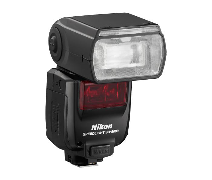 Nikon Вспышка Speedlight SB-5000Вспышки для зеркальных фотокамер Nikon<br>Быстрая, надежная и универсальная вспышка SB-5000 обеспечивает оптимальное освещение как при съемке на открытом воздухе, так и в студии. Радиус действия радиоканала составляет 30 м, что позволяет фотографу создавать сложные системы из нескольких вспышек. Теперь вы можете работать в любых условиях, даже при отсутствии прямой видимости или при ослаблении оптического сигнала ярким солнечным светом. Новая встроенная система охлаждения позволяет быстро сделать более 100 снимков со вспышкой, работающей на полную мощность. А чтобы фотограф ни в коем случае не пропустил важный момент, легкая, компактная вспышка SB-5000 оснащена простыми элементами управления, благодаря которым работа с ней становится интуитивно понятной.<br><br>Влагозащищенность: Нет<br>Ресурс работы батареи: 150 или более (щелочные батареи)/190 или более (никель-металлгидридные аккумуляторные батареи)<br>Крепление переходника штатива: Да - через подставку<br>Питание: АА х4<br>Артикул: FSA04301