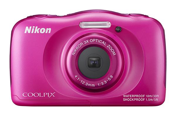 Nikon COOLPIX S33 с рюкзаком розовыйСерия Style<br>Вам нужна фотокамера, которая не подведет во время путешествий? Даже при подводной съемке? Сверхпрочная и удобная в использовании 13-мегапиксельная фотокамера COOLPIX S33 справится со всеми тяготами работы фотографа: ударами при падении с высоты до 1,...<br><br>Тип: Компактная цифровая фотокамера<br>Формат матрицы: 1/3,1 дюйма<br>Тип матрицы, размер: КМОП: 4,8 x 3,6 мм<br>Эффективное число пикселей: 13 млн<br>Процессор (АЦП): EXPEED C2<br>Автофокусировка: АФ с функцией определения контраста<br>Режим зоны автофокуса: Центральная фокусировка, распознавание лица, АФ с обнаружением объекта<br>Выдержка синхронизации: До 1/2000 (электронный затвор)<br>Режимы съемки: «Навести и снять», «Выбрать стиль» («Съемка ночью», «Макросъемка», «Съемка еды», «Съемка под водой», «Кадрирование лица под водой», «Съемка с интервалами», «Съемка серии снимков», «Съемка фейерверков», «Съемка объектов с освещением сзади», «Зеркало», «Добавить эффект пузыря», «Добавить неоновый эффект», «Добавить эффект рисунка», «Смягчение снимков», «Эффект диорамы», «Снять видеоминиатюру»)<br>Контроль экспозиции: «Навести и снять», «Выбрать стиль» («Съемка ночью», «Макросъемка», «Съемка еды», «Съемка под водой», «Кадрирование лица под водой», «Съемка с интервалами», «Съемка серии снимков», «Съемка фейерверков», «Съемка объектов с освещением сзади», «Зеркало», «Добавить эффект пузыря», «Добавить неоновый эффект», «Добавить эффект рисунка», «Смягчение снимков», «Эффект диорамы», «Снять видеоминиатюру»)<br>Коррекция экспозиции: От ?2 до +2 EV с шагом 1<br>Баланс белого: «Авто»<br>Видеоролики — устройство записи звука: Встроенный cтереомикрофон<br>Монитор: TFT-монитор с диагональю 6,7 см, разрешением прибл. 230 тыс. точек, антибликовым покрытием и 5-уровневой регулировкой яркости<br>Носители данных: Карта памяти SD/SDHC/SDXC<br>Коммуникационные функции: Нет<br>Формат файлов для хранения: Снимки: JPEG. Голосовые сообщения: WAV. Видеоролики: MOV<br>Выдержка: От 1/