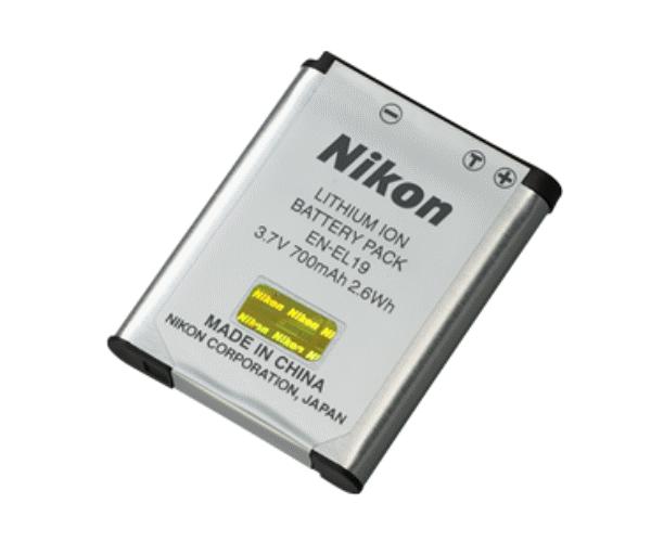 Nikon Батарея EN-EL19Питание фотокамер<br>Литий-ионная аккумуляторная батарея для некоторых моделей фотоаппаратов Nikon Coolpix. <br> Совместима с фотокамерами Coolpix: S32; S33; S100; S2500; S2550; S2600; S2700; S2750; S2800; S2900; S3100; S3300; S3400; S3500; S3600; S3700; S4100; S4150; S4300; S5200; S5300; S6400; S6500; S6600; S6700; S6800; S6900; S7000; A100; A300.<br><br>Тип: Литий-ионная аккумуляторная батарея<br>Артикул: VFB11101