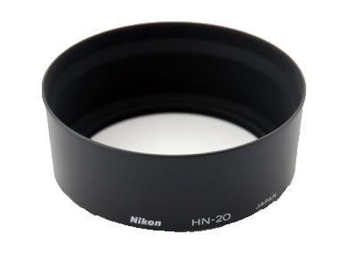 """Nikon Бленда для объектива HN-20Бленды<br>Бленда значительно ослабляет постороннюю засветку, уменьшая блики и устраняя """"раздвоенность"""" изображения. Она также служит для защиты объектива. <br> <br> Подходит для объектива AI-S NIKKOR 85mm f/1.4<br><br>Тип: Бленда для объектива<br>Артикул: JAB32001"""