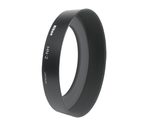 """Nikon Бленда для объектива HN-2Бленды<br>Бленда значительно ослабляет постороннюю засветку, уменьшая блики и устраняя """"раздвоенность"""" изображения. Она также служит для защиты объектива.<br><br>Тип: Бленда для объектива<br>Артикул: JAB30701"""