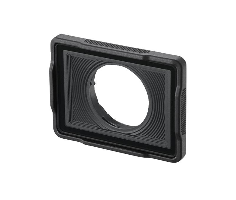 Nikon Защитная насадка на объектив для подводной съемки AA-15BДля экшн-камер<br>Защитная насадка на объектив для подводной съемки для определенных моделей камер KeyMission. Плоское защитное стекло позволяет получить резкий фокус под водой. Используется под водой для защиты объектива от грязи, морского мусора, поднятого песка и ила. <br> Размеры: прибл. 53,0 х 39,8 х 14,0 мм <br> Вес: прибл. 20 г <br> Совместимость с камерами KeyMission 170.
