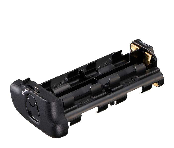 Nikon Держатель для батарей MS-D11Питание фотокамер<br>Держатель для установки батарей размера АА в соответствующую питающую рукоятку. Вмещает 8 батарей. <br> <br> Применяется для батарейного блока MB-D11<br> <br> Подходит для фотокамеры D7000<br><br>Тип: Держатель для батарей<br>Артикул: VFD10101