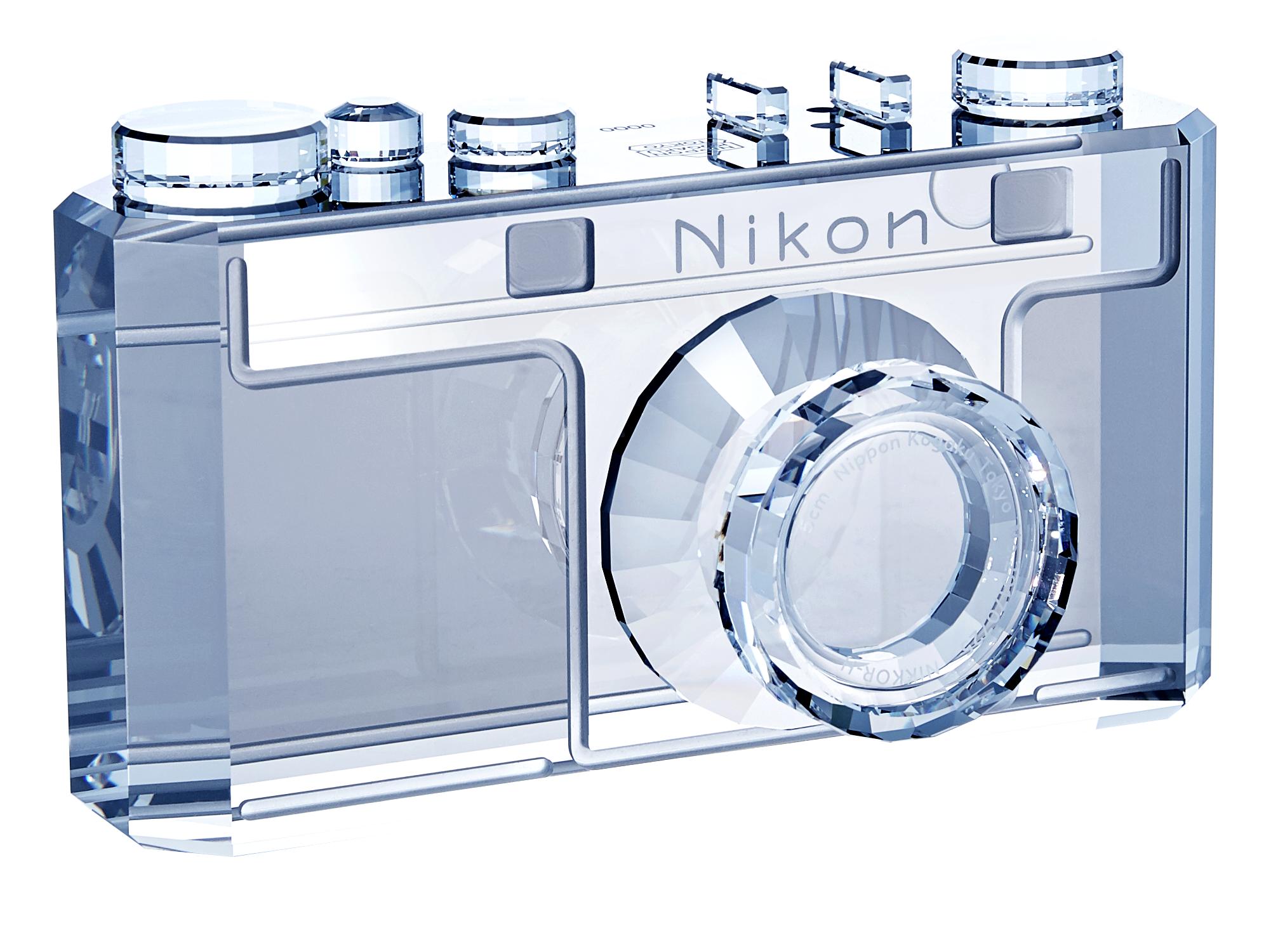 Nikon Модель камеры  I 100th Anniversary Swarovski®