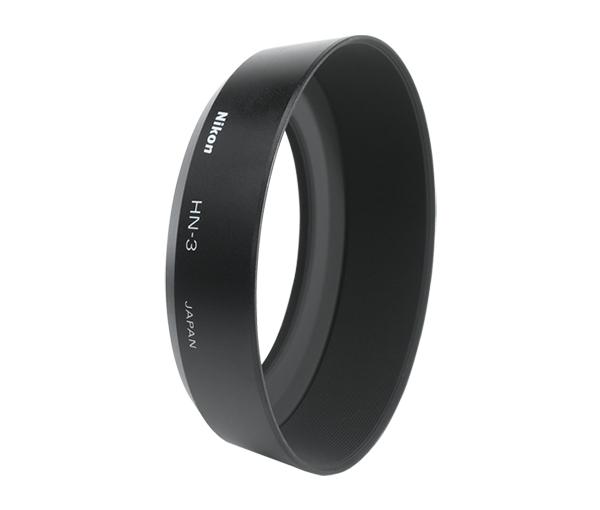 """Nikon Бленда HN-3 52mm для объектива 35mm f/2DБленды<br>Бленда значительно ослабляет постороннюю засветку, уменьшая блики и устраняя """"раздвоенность"""" изображения. Она также служит для защиты объектива.<br><br>Тип: Бленда для объектива<br>Артикул: JAB30801"""