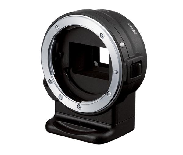 Nikon Переходник байонета FT1Для фотокамер Nikon 1<br>Переходник байонета FT1 позволяет устанавливать различные объективы NIKKOR с байонетом F к байонету 1 фотокамер Nikon 1 со сменным объективом.<br> <br> Широкий ассортимент объективов NIKKOR — от необычайно широкоугольных до супертелеобъективов и не только — позволяет сделать выбор из более чем 60 объективов, исходя из условий съемки или экспериментов с новыми творческими идеями. С объективом AF-S NIKKOR можно использовать систему автофокусировки Nikon 1 и запечатлевать моментальные снимки движения.<br><br>Тип: Переходник байонета<br>Артикул: JVA90151
