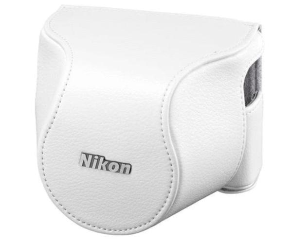 Nikon Чехол CB-N2210SA белый  для  1 J4 и S2Для фотокамер Nikon 1<br>Футляр для объектива присоединяется к чехлу для фотокамеры, что позволяет делать фотографии, не снимая футляра для корпуса фотокамеры. Если съемка выполняется со штатива, футляр для корпуса фотокамеры можно присоединить к штативу, чтобы обеспечить доп...<br><br>Тип: Чехол для Nikon 1<br>Цвет корпуса: Белый