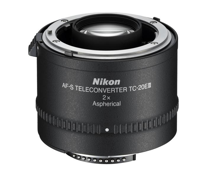 Nikon AF-S TC-20E III TeleconverterТелеконверторы<br>Высокопроизводительный телеконвертор, удваивающий фокусное расстояние некоторых объективов NIKKOR без увеличения минимального расстояния фокусировки. Первый в мире телеконвертор с асферическим оптическим элементом позволяет вести съемку с высочайшим разрешением и уровнем контраста. Этот компактный и легкий телеконвертор станет недорогим и удобным подспорьем в ситуациях, когда нет возможности взять с собой дополнительный телескопический объектив.<br><br>Тип: Телеконвертор<br>Фокусное расстояние: Увеличивает фокусное расстояние в 2 раза<br>Максимальная диафрагма: Уменьшает значение диафрагмы объектива на две ступени (в 4 раза)<br>Минимальная диафрагма: Уменьшает значение диафрагмы объектива на две ступени (в 4 раза)<br>Подавление вибраций: Нет<br>Конструкция объектива: 7 элементов в 5 группах (в том числе 1 асферическая линза)<br>Угол зрения: Уменьшает угол зрения в 2 раза<br>Минимальное расстояние фокусировки: Такое же, как у используемого объектива<br>Установочный размер фильтра: Нет<br>Артикул: JAA913DA