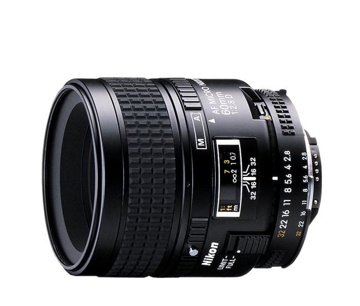 Nikon AF NIKKOR 60mm f/2.8D MicroМакро<br>Этот объектив продается уже много лет и обеспечивает четкость изображений при любом расстоянии фокусировки, от бесконечности до натуральной величины (1:1). Идеальное решение для макросъемки, а также для съемки портретов, пейзажей, копирования и других задач.<br><br>Тип: С фиксированным фокусным расстоянием<br>Фокусное расстояние: 60 мм (90 мм в формате DX)<br>Максимальная диафрагма: 2.8<br>Минимальная диафрагма: 32<br>Подавление вибраций: Нет<br>Конструкция объектива: 8 элементов в 7 группах<br>Угол зрения: FX: 39°40, DX: 26°30<br>Минимальное расстояние фокусировки: 0,219 м<br>Количество лепестков диафрагмы: 7<br>Установочный размер фильтра: 62 мм<br>Артикул: JAA625DA