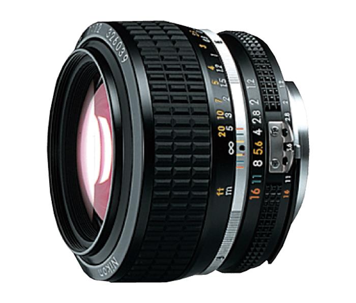 Nikon MF NIKKOR 50mm f/1.2Стандартные<br>Светосильный стандартный объектив <br> <br> Создаёт высококонтрастные изображения даже при использовании максимальной диафрагмы <br> <br> Незаменим при съемки живописных видов в сумерках, и в различных условиях освещённости<br><br>Тип: С фиксированным фокусным расстоянием<br>Фокусное расстояние: мм ( мм в формате DX)<br>Максимальная диафрагма: 1.2<br>Минимальная диафрагма: 16<br>Подавление вибраций: Нет<br>Конструкция объектива: 7 элементов в 6 группах<br>Угол зрения: FX: 46°, DX: 31°30<br>Минимальное расстояние фокусировки: 0,5 м<br>Установочный размер фильтра: 52 мм<br>Артикул: JAA003AB