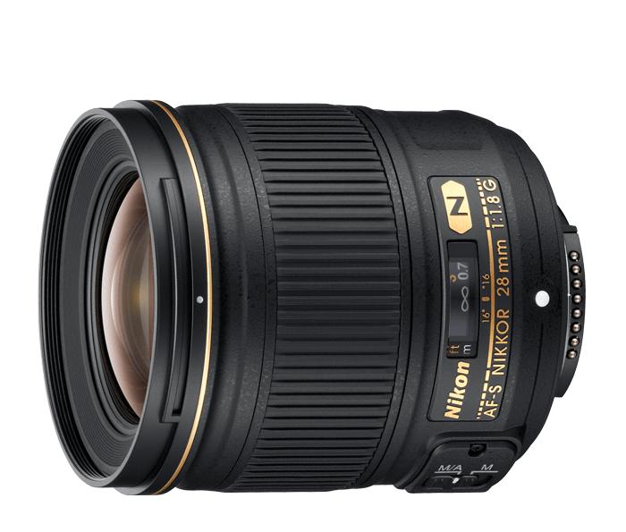 Nikon AF-S NIKKOR 28mm f/1.8GШирокоугольные<br>Широкоугольный объектив формата FX с фокусным расстоянием 28 мм и чувствительной диафрагмой f/1,8.<br> <br> Этот объектив обеспечивает широкую перспективу и отлично подходит для съемки в тесных помещениях, съемки бескрайних просторов и для запечатления городских ландшафтов или уличных пейзажей.<br> <br> Отлично работает с цифровыми зеркальными фотокамерами высокого разрешения, оптическая конструкция обеспечивает великолепную прорисовку изображений и видеороликов. Чувствительная диафрагма f/1,8 обеспечивает резкость снимков в условиях недостаточного освещения и идеальный баланс между резкостью и боке.<br><br>Тип: С фиксированным фокусным расстоянием<br>Фокусное расстояние: 28 мм (42 мм в формате DX)<br>Максимальная диафрагма: 1.8<br>Минимальная диафрагма: 16<br>Подавление вибраций: Нет<br>Конструкция объектива: 11 элементов в 9 группах (включая 2 асферические линзы и элементы с нанокристаллическим покрытием Nano Crystal Coat)<br>Угол зрения: FX: 75°, DX: 53°<br>Минимальное расстояние фокусировки: 0,25 м<br>Количество лепестков диафрагмы: 7<br>Установочный размер фильтра: 67 мм<br>Артикул: JAA135DA