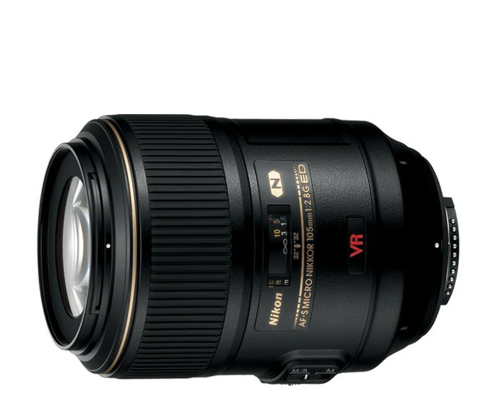 Nikon AF-S NIKKOR 105mm f/2.8G Micro VR IF-EDМакро<br>AF-S VR 105 f/2.8G IF-ED является объективом, впервые использующим подавление вибраций (VR) в области макро-фотографии <br> Система стабилизации VR II позволяет использовать при съемке с рук выдержки на 4 ступени длиннее, чем при съемке без нее. <br> Мотор SWM (Silent Wave Motor) обеспечивает бесшумную и очень быструю фокусировку с моментальным переключением между автоматической и ручной фокусировкой.<br><br>Тип: С фиксированным фокусным расстоянием<br>Фокусное расстояние: 105 мм (157,5 мм в формате DX)<br>Максимальная диафрагма: 2.8<br>Минимальная диафрагма: 32<br>Подавление вибраций: Да<br>Конструкция объектива: 14 элементов в 12 группах (включая 1 элемент из стекла ED и элементы с нанокристаллическим покрытием Nano Crystal Coat)<br>Угол зрения: FX: 23°20', DX: 15°20'<br>Минимальное расстояние фокусировки: 0,314 м<br>Количество лепестков диафрагмы: 9<br>Установочный размер фильтра: 62 мм<br>Артикул: JAA630DB